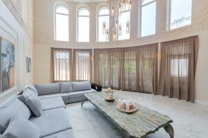 Сдается в аренду дом на 3 этажа 772.1 кв. м с камином