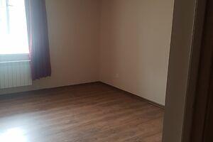 Продается 1-комнатная квартира 39.8 кв. м в Черновцах