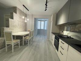 Продается 2-комнатная квартира 64 кв. м в Черновцах