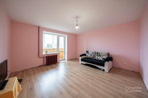 Продается 3-комнатная квартира 64.8 кв. м в Чернигове
