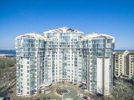 Продается 3-комнатная квартира 158.8 кв. м в Одессе