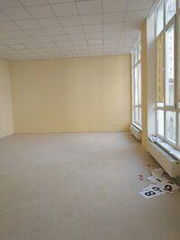 Продається нежитлове приміщення в житловому будинку 112 кв. м в 12-поверховій будівлі