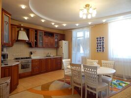 Продается 5-комнатная квартира 157.9 кв. м в Харькове