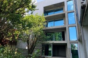Продается дом на 4 этажа 1038 кв. м с садом