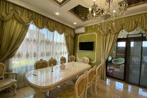 Продається будинок 3 поверховий 250 кв. м з верандою