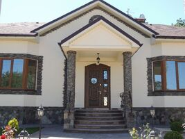 Продается 5-комнатная квартира 243 кв. м в Полтаве