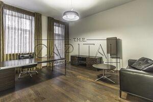 Продается офис 66 кв. м в торгово-офисном центре