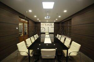 Продается офис 248 кв. м в бизнес-центре