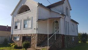 Продается дом на 3 этажа 100 кв. м с бассейном