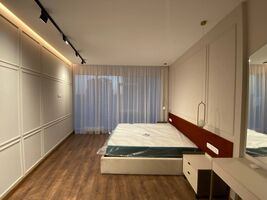 Продается 4-комнатная квартира 120 кв. м в Киеве