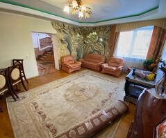 Продається частина будинку 191.7 кв. м з бесідкою