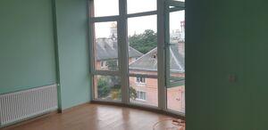 Продается 2-комнатная квартира 65 кв. м в Черновцах