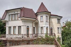 Продается дом на 4 этажа 900 кв. м с садом