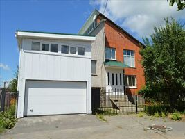 Продається будинок 2 поверховий 227 кв. м з балконом