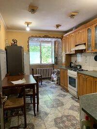 Продается 3-комнатная квартира 72 кв. м в Черновцах
