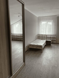 Здається в оренду 1-кімнатна квартира 67.1 кв. м у Макарові