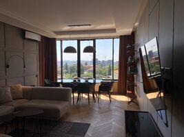 Сдается в аренду 4-комнатная квартира 163 кв. м в Киеве