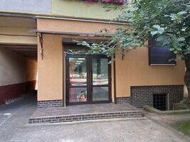 Сдается в аренду нежилое помещение в жилом доме 52 кв. м в 9-этажном здании