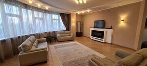 Продается 4-комнатная квартира 182.5 кв. м в Киеве