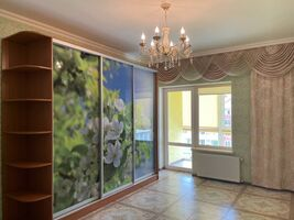 Продается 2-комнатная квартира 58.8 кв. м в Ровно