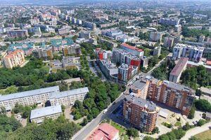 Продается 4-комнатная квартира 122 кв. м в Черновцах