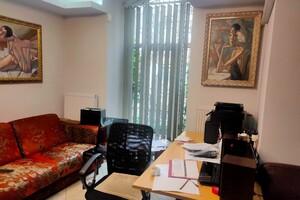 Продается офис 245 кв. м в нежилом помещении в жилом доме