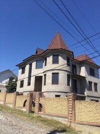 Продається будинок 3 поверховий 550 кв. м з банею/сауною