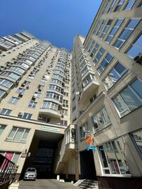 Продается офис 200 кв. м в нежилом помещении в жилом доме