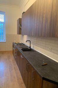 Продается 3-комнатная квартира 136 кв. м в Черновцах