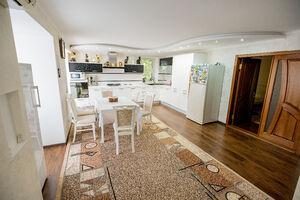 Продається 3-кімнатна квартира 180 кв. м у Херсоні