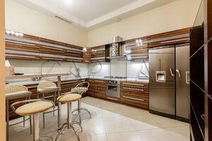 Здається в оренду 4-кімнатна квартира 220 кв. м у Києві