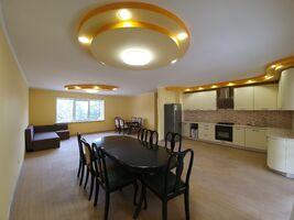Продается дом на 3 этажа 212.5 кв. м с бассейном