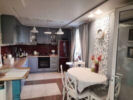 Продається 2-кімнатна квартира 77 кв. м у Полтаві