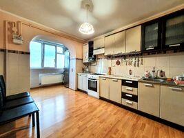 Продается 3-комнатная квартира 95 кв. м в Черновцах