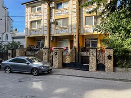 Продается дом на 3 этажа 280 кв. м с участком