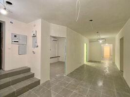 Продається нежитлове приміщення в житловому будинку 130 кв. м в 5-поверховій будівлі