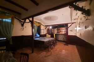 Здається в оренду кафе, бар, ресторан 98.7 кв. м в 4-поверховій будівлі