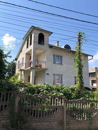 Продається будинок 3 поверховий 214 кв. м з банею/сауною