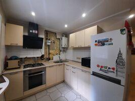 Продається 2-кімнатна квартира 42 кв. м у Полтаві