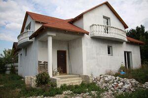Продається будинок 2 поверховий 220 кв. м з ділянкою