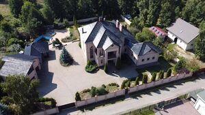 Продается дом на 2 этажа 704.2 кв. м с беседкой