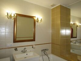Продається 3-кімнатна квартира 97 кв. м у Ужгороді