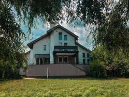 Продається будинок 3 поверховий 463.6 кв. м з ділянкою