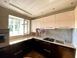 Продається 3-кімнатна квартира 62 кв. м у Херсоні