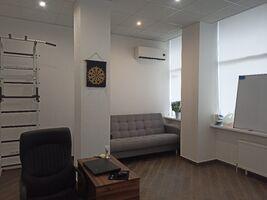 Продается офис 60 кв. м в нежилом помещении в жилом доме