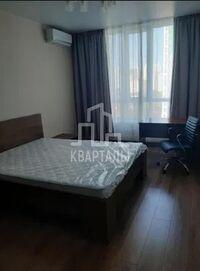 Сдается в аренду 1-комнатная квартира 42 кв. м в Киеве