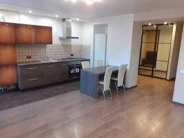 Продається 2-кімнатна квартира 70 кв. м у Полтаві