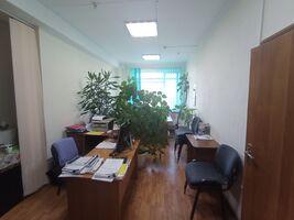 Продається офіс 145 кв. м в адміністративній будівлі