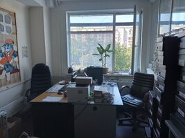 Продается помещения свободного назначения 172.8 кв. м в 4-этажном здании