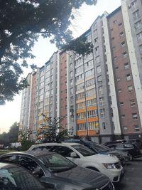 Продается 4-комнатная квартира 100 кв. м в Ивано-Франковске